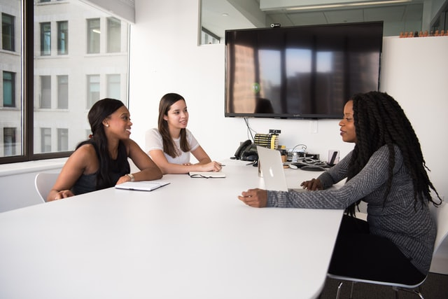 An-Employer-Evaluates-in-the-First-Seconds-of-an-Interview